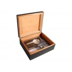 Humidor 40 szivar részére, fekete színű szivar tároló doboz, belső hygrométerrel, párásítóval + AJÁNDÉK szett!