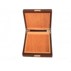 Humidor 20 szál szivar részére, bőr borítású szivar doboz, cédrusfa, kulccsal zárható