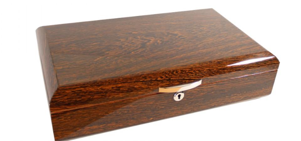 Humidor 60 szál szivar részére, cédrusfa szivar tároló doboz, párásítóval, hygrométerrel