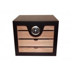 Humidor szekrény 80 szivar részére, fekete lakk szivar tároló, 4 fókkal, külső hygrometer, üveg ajtó (és ennek már belföldre INGYENES a szállítása is)