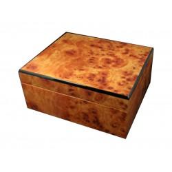 Humidor 40 szál szivar részére, világosbarna színű, fekete szegély, cédrusfa, párásító és belső hygrometer
