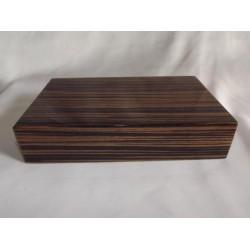 Humidor 20 szál szivar részére, cédrusfa szivar doboz, hygrométerrel, párásítóval