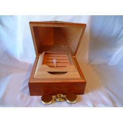 Humidor 80 szivar részére cédrusfa, piramis alakú szivar tároló, 2 párásítóval és hygrométerrel
