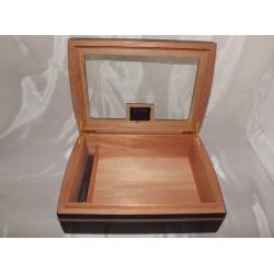 Humidor 50 szál szivar részére, cédrusfa szivar doboz, fekete, digitális hygrométer, párásító